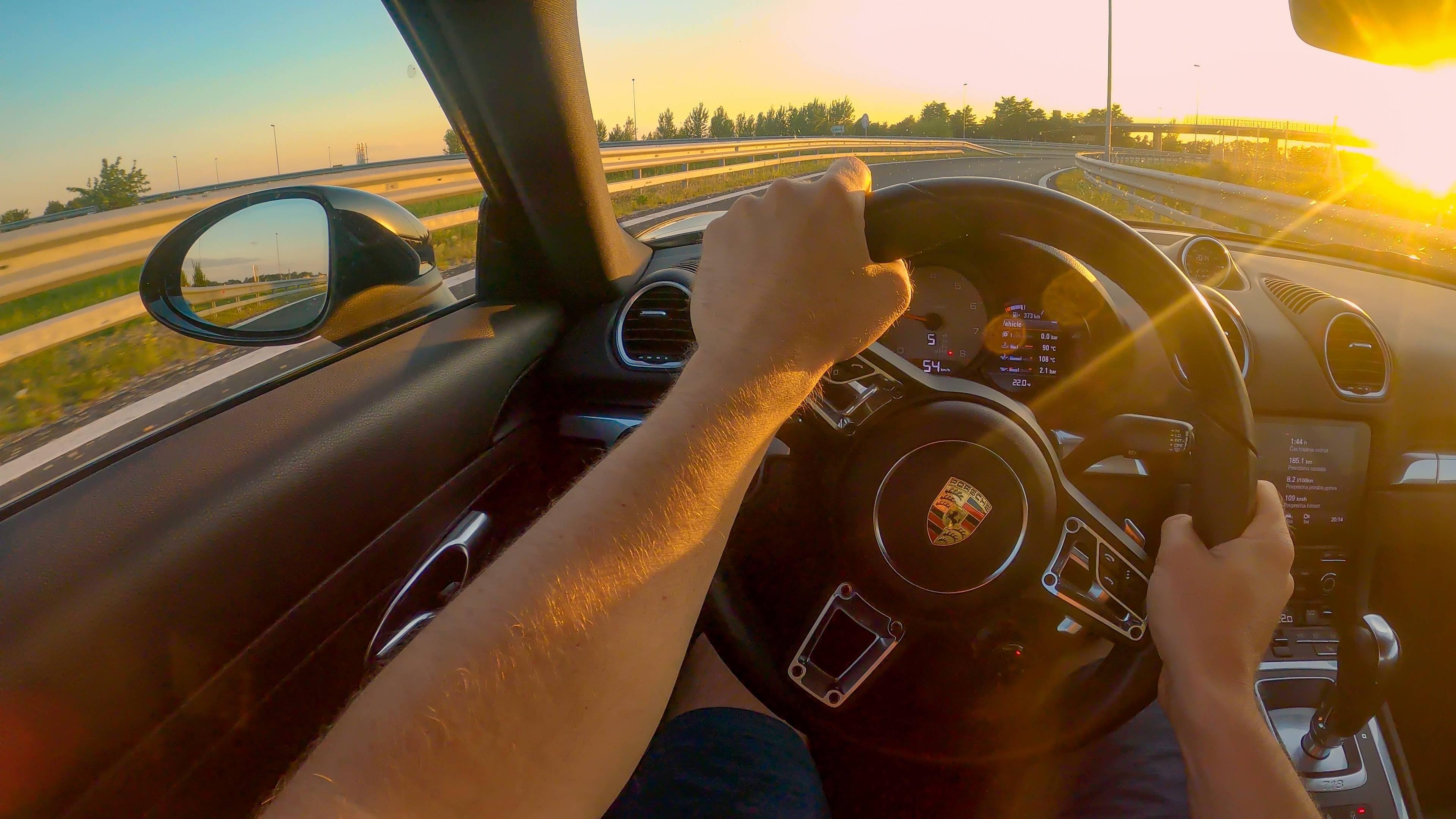 Porsche véhicule haut de gamme premium allemand